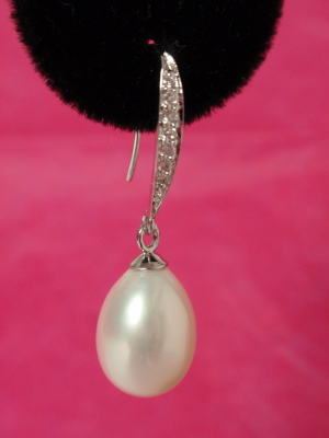 #E338 Triple A Quality Pearl Drop Earrings with Crystals