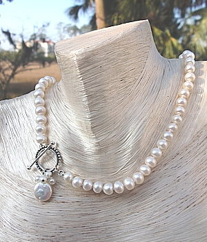 #L82 6-7mm White Pearl Necklace with Toggle Clasp